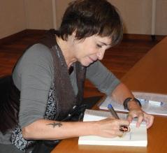 rosa firmando libros 1